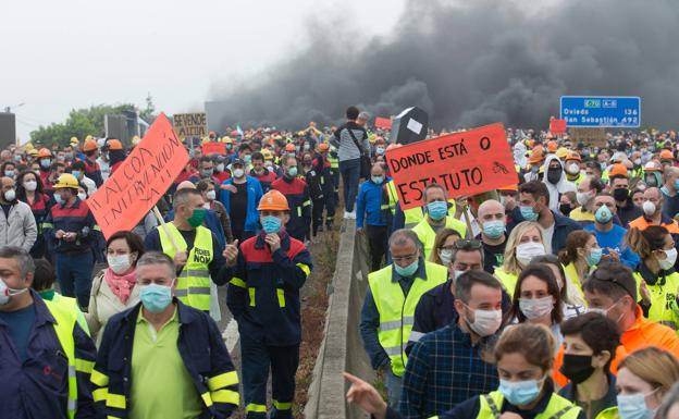 Alcoa workers, Spain, demanding a reduction in energy prices for the company that is laying them off.