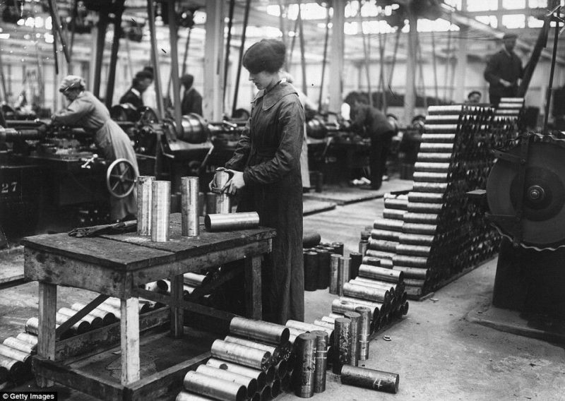 Militarized women workers during the first world war effort in the arms industry